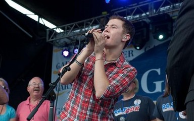 scotty mccreery2 Scotty McCreery Begins His Chart Journey